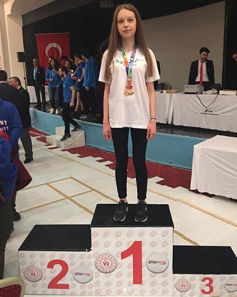 Öğrencimiz Gizem Kahya Satrançta Türkiye Şampiyonu Oldu (1)